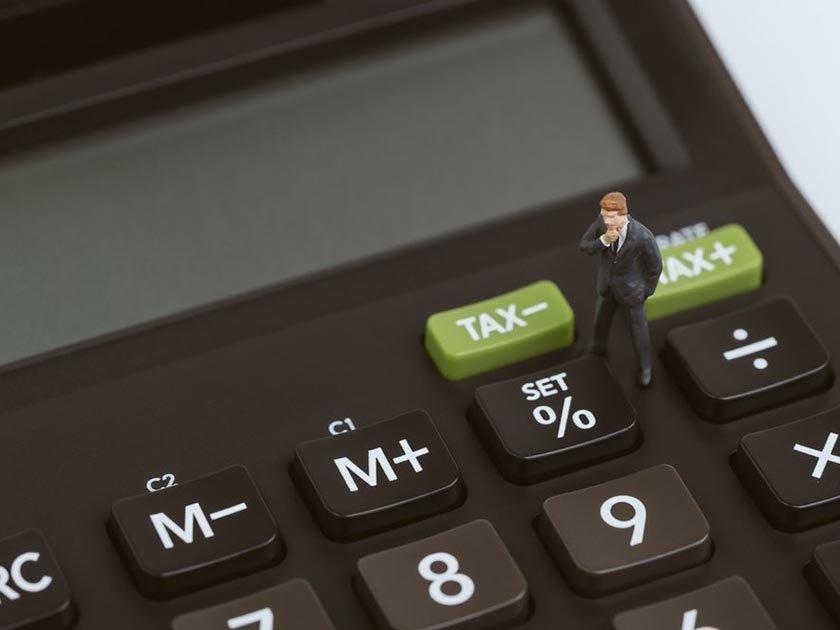 Щедрость страховщика: сколько россияне переплачивают за полисы - «Тема дня»