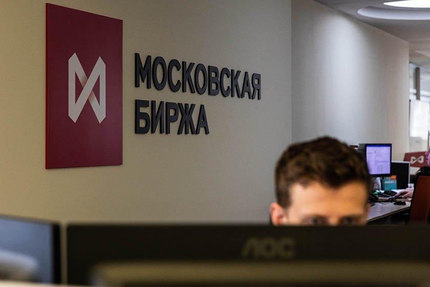 Наоткрытии торгов наМосковской бирже обрушился  руб.  иакции