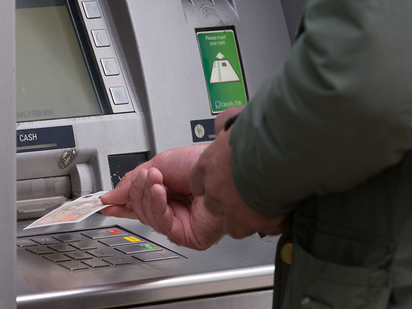 в каких банкоматах можно оплатить кредит кредит хоум кредит банк